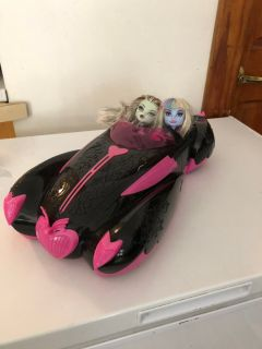 Monster high car with 2 dolls