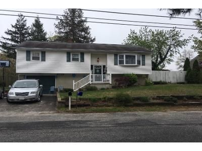 3 Bed 1 Bath Preforeclosure Property in Beachwood, NJ 08722 - Ship Ave