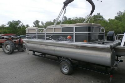 2016 Suntracker 20 DLX Party Barge