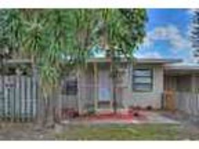 Enjoy The South Florida Lifestyle In This Pet Friendly 1 Bedroo