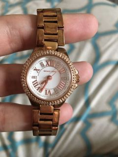 Michael Kors watch, only worn a few times! Brand new condition. Absolutely nothing wrong with it.