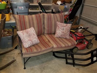 Outdoor loveseat w/cushions