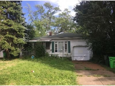2 Bed 1 Bath Preforeclosure Property in Bedford, OH 44146 - Lincoln Blvd