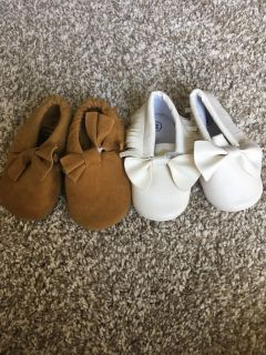 Sz 2 baby shoes $2 each