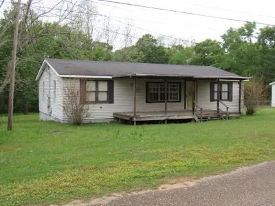 3 Bed 1 Bath Foreclosure Property in Webb, AL 36376 - Bump Rd