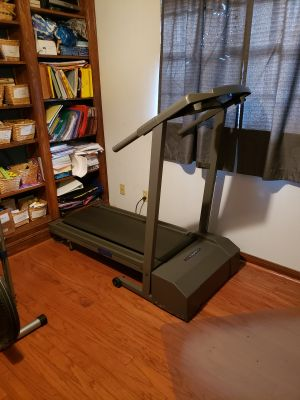 Treadmill, works great, incline option, folds up for spacesaving, wheels for transporting