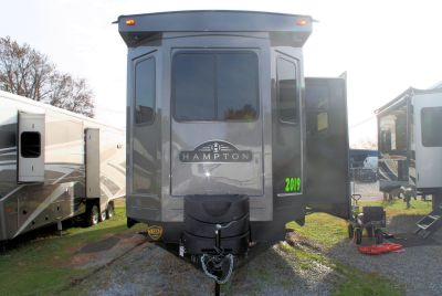 2019 CrossRoads HAMPTON 371FKL DESTINATION TRAILER ___________________________________________ THE 2019 MODELS MUST GO! ........ TO MAKE ROOM FOR THE 2020 MODELS! ___________________________________________