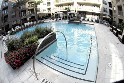 $2,500, 1br, Luxurious resort style furnished apartment