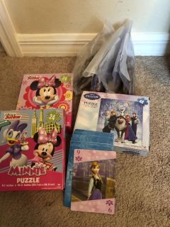 7 puzzles (5 frozen,2 Minnie)All pieces there. Large Frozen cards