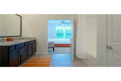 Bright Raleigh, 2 bedroom, 2 bath for rent