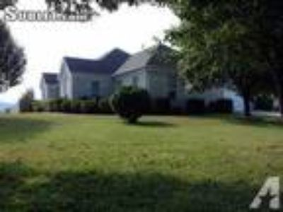 $950 3 House in Blount (Maryville) East TN