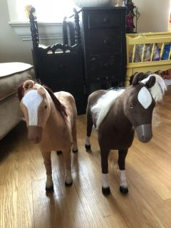 18 dolls and horses