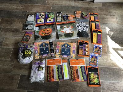 *NEW WITH TAGS* Lot of 27 HALLOWEEN FAVORS ( invitations, table toppers, face makeup, adhesive reflective tape, Party favors,and more)