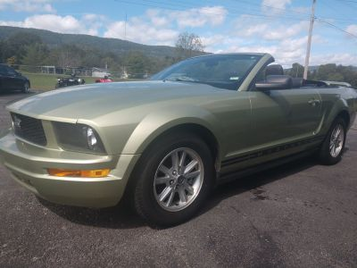 2005 Ford Mustang V6 Deluxe (Green)