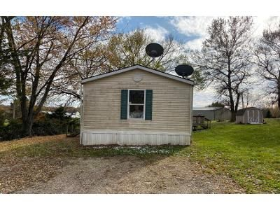3 Bed 2 Bath Foreclosure Property in Dexter, IA 50070 - Why Not Ct