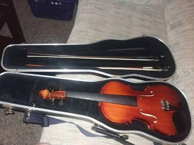 Beginners violin great condition two bows and case included