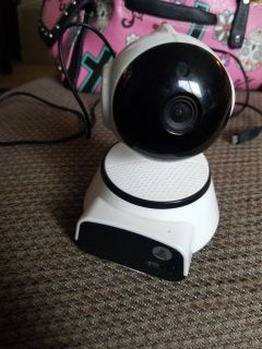 Wireless wifi camera needs a plug in I used an old cell phone cord