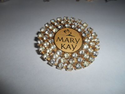 MARY KAY Large Round Clear Rhinestones Goldtone Tac Brooch Pin! Very Nice and Shiny!