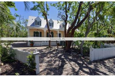 3 bedrooms House - Gated and private and set in the heart of Islamorada.