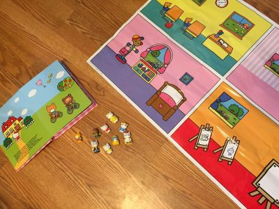 Book, play mat and figurines Hello Kitty