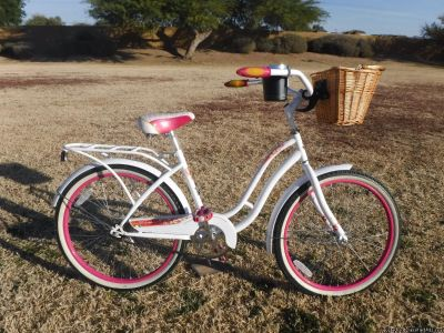 Christopher Metcalfe Creations Schwinn Huntington 24''with front basket and bell