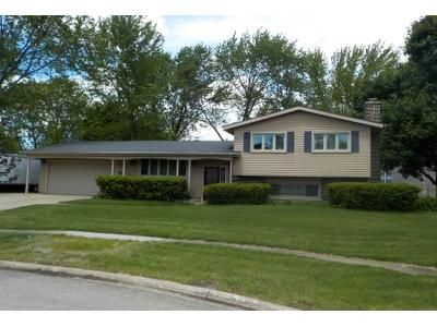 3 Bed 2 Bath Preforeclosure Property in Crystal Lake, IL 60014 - Lancaster Ct