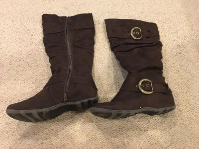 Maurice s Brown 8.5 (I think) suede boots great condition