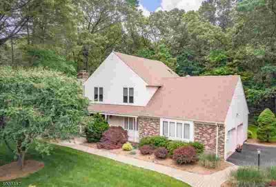 883 Meadow Ln Franklin Lakes, Pleased to present this 4