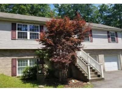 3 Bed 1 Bath Foreclosure Property in Mount Hope, WV 25880 - Summerset Dr