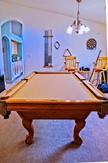 Beautiful Brunswick 8' pool table with accessories