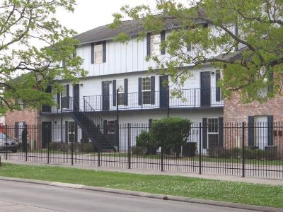 $700, 2br, 2BED1.5BATH On LSU Bus Route