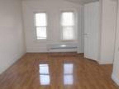 Nice Studio Apartment Close to Everything