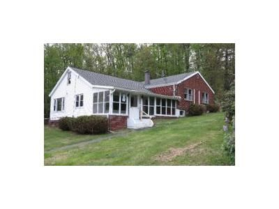 3 Bed 1 Bath Foreclosure Property in Drums, PA 18222 - Old Berwick Rd