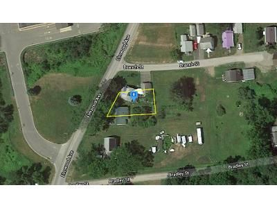 2 Bed 1.5 Bath Foreclosure Property in Gloversville, NY 12078 - Elmwood Ave Ext