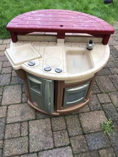 Step 2 outdoor kitchen with 2 seats to eat at