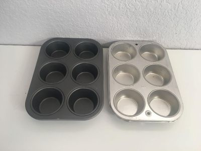 2 Muffin pans
