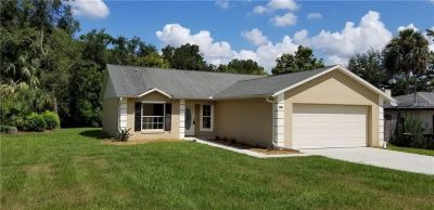 Charming home w/ split floor plan w/ large walk in closet & many more!