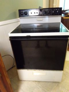 Whirlpool Electric Freestanding Glasstop Stove/Oven