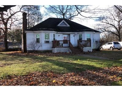 2 Bed 1 Bath Preforeclosure Property in Feeding Hills, MA 01030 - Cleveland St