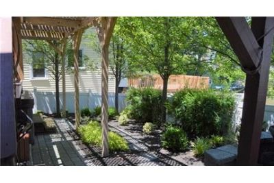Caldwell \ 3 bedrooms \ Duplex/Triplex - come and see this one.