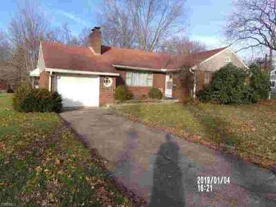222 Allen Ave COLUMBIANA Three BR, Wow! Do not let his one pass