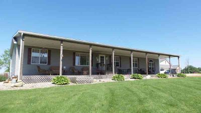 7425 E US Hwy 20 Angola Three BR, Very well maintained home on