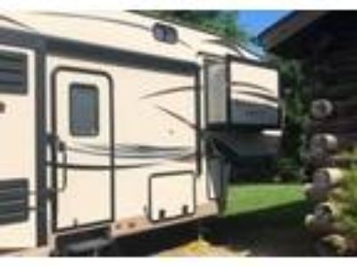 2015 Forest River Rockwood-Signature-Ultra-Lite 5th Wheel in North Branch, MI