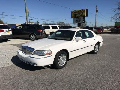 2009 Lincoln Town Car Signature Limited (White)