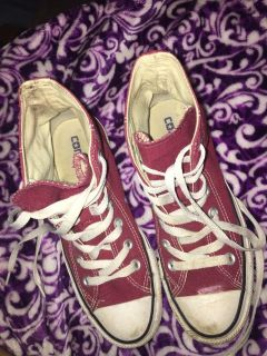 Size 8 women s High top converse shoes
