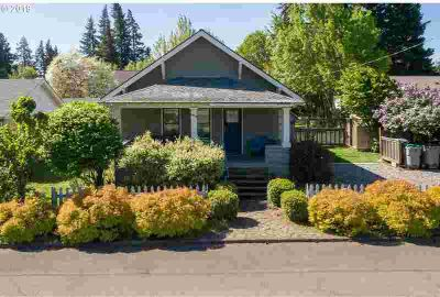 1615 Taylor Hood River Two BR, Quirky, classic