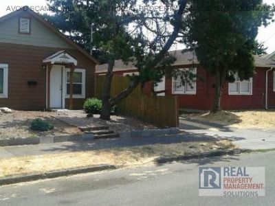 GREAT LOCATION! 2 Bed 1 Bath Duplex In Mount Scott Neighborhood