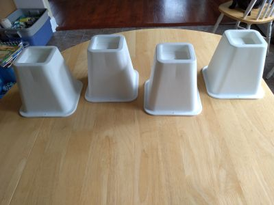 "Set of four 6"" bed risers"