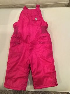 Old Navy snow pants..size 6-12 months