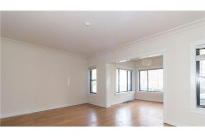 3 bedrooms Apartment - Steps from Downtown Evanston. Pet OK!